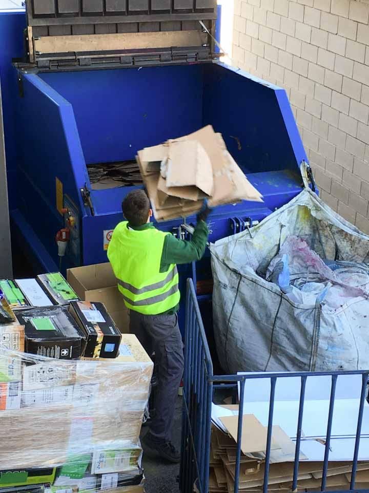Compactadora para el cartón, FBO ORGANISATION.