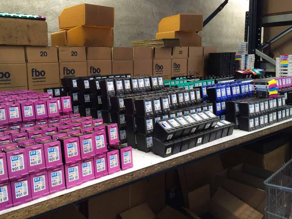 Cartuchos de ink-jet vacíos, para revisar, en las instalaciones Fbo Organisation, en Sant Feliu de Llobregat.